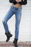 Nära kvinnlig jeans arkivfoton