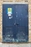 Nära metalldörr för säkerhet Fotografering för Bildbyråer