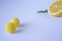 Nära sikt av citrongodisen och citronen Fotografering för Bildbyråer