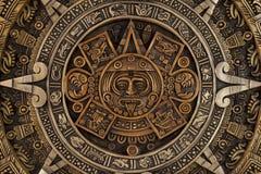 Nära sikt av den aztec kalendern Arkivfoto