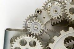 Nära sikt av den gamla klockamekanismen med kugghjul och kuggar Begreppsmässigt foto för din lyckade affärsdesign royaltyfri foto