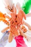Nära sikt av pålagda barns armar royaltyfri fotografi