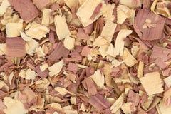 Nära sikt av shavings för rött cederträ arkivbild