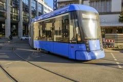 Nära sikt av spårvagnen i Munich Arkivfoto
