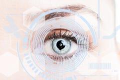 Närbildöga med digitalt näthinneskydd fotografering för bildbyråer