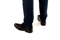 Närbild av affärsmanfot i svarta kängor Fotografering för Bildbyråer