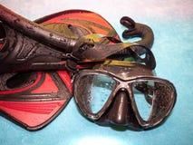 Närbild av att snorkla utrustning Dyka skyddsglasögon och fena arkivbilder
