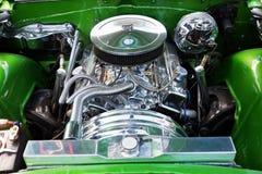 Närbild av bils motor, amerikansk klassisk bil arkivfoto