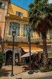 Närbild av bio- och gatarestaurangen i Grasse Arkivfoto