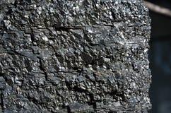 Närbild av bituminösa kolet i ett stycke Royaltyfria Bilder