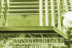 Närbild av brädet för elektronisk strömkrets med processorn fotografering för bildbyråer