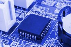 Närbild av brädet för elektronisk strömkrets med processorn arkivfoton