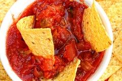 Närbild av chiper och salsa Royaltyfri Foto