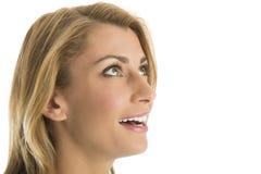 Närbild av den förvånade kvinnan som bort ser Royaltyfri Foto