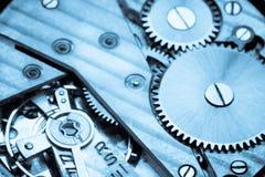 Närbild av den gamla mekanismen för klockaklocka med kugghjul Arkivbild