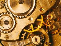 Närbild av den gamla mekanismen för klockaklocka med kugghjul Arkivfoton