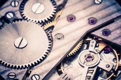 Närbild av den gamla mekanismen för klockaklocka med kugghjul Arkivbilder