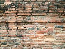 Närbild av den gamla orange tegelstenväggen Arkivfoto