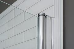 Närbild av den glass gardinen, duschpanel i badruminre Inre specificerar närbild royaltyfria foton