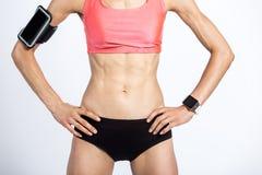 Närbild av den härliga sportiga kvinnliga kroppen Royaltyfri Foto