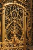 Närbild av den långsökta garneringen för guld- port på Petit Palaisingången i Paris Fotografering för Bildbyråer