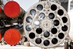 Närbild av den militära helikoptern som utrustas med vägledde anti--behållare missiler och flygplanmissiler royaltyfria foton
