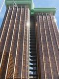 Närbild av den Torres de Colà ³en n Columbus Towers, en hög löneförhöjningkontorsbyggnad som komponeras av tvillingbröder som lok royaltyfri fotografi