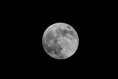 Närbild av den vaxande gibbous månen Royaltyfri Bild