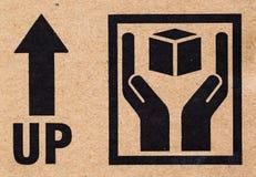 närbild av det bräckliga symbolet på papp. Arkivfoton