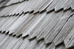 Närbild av det gamla wood singeltaket Royaltyfri Foto
