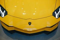 Närbild av emblemet av Lamborghini Aventador fotografering för bildbyråer