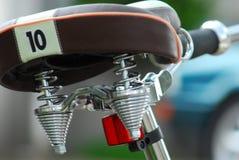 närbild av en cykelsadel med numret 10 royaltyfria bilder