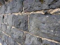 Närbild av en gammal cementerad lavastenvägg Royaltyfria Foton