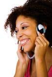 Närbild av en lyssnande musik för kvinna arkivbilder