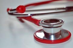 Närbild av en röd stetoskop Arkivfoto