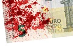 Närbild av en sedel för euro som 5 befläckas med blod Fotografering för Bildbyråer