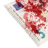 Närbild av en sedel för euro som 5 befläckas med blod Arkivfoto