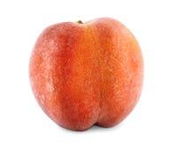Närbild av en smaklig färgglad persika, på den vita bakgrunden Saftig frukt som är full av vitaminer Vegetarisk livsstil Royaltyfria Bilder