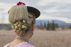 Närbild av en traditionell flicka bakifrån royaltyfri foto