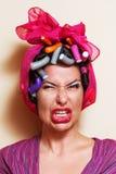 Närbild av en ung kvinna med sur grimas Royaltyfri Foto