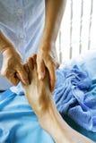 Närbild av en ung kvinna som får Spa behandling Royaltyfria Foton
