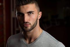 Närbild av en ung manlig modell Arkivfoton