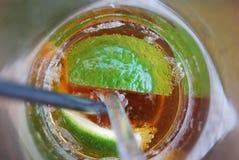 Närbild av en uppfriskning med limefrukt Royaltyfria Bilder