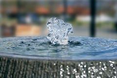 Närbild av en vattenspringbrunn royaltyfri fotografi