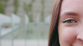 Närbild av ett öga för kvinna` s lager videofilmer
