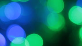 Närbild av ett fladdrande av kulöra ljus Blinka för jul och för ljus för nytt år arkivfilmer