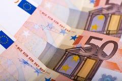 Närbild av 50 EUR-sedlar Arkivbilder