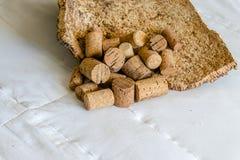 Närbild av färdiga Cork Bark Ready för tillverkning in i kork royaltyfri fotografi