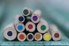 Närbild av färgpennor Fotografering för Bildbyråer