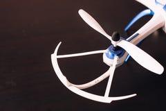 Närbild av för flygplanpropeller för rotor den obemannade quadrocopteren för blad Royaltyfri Bild